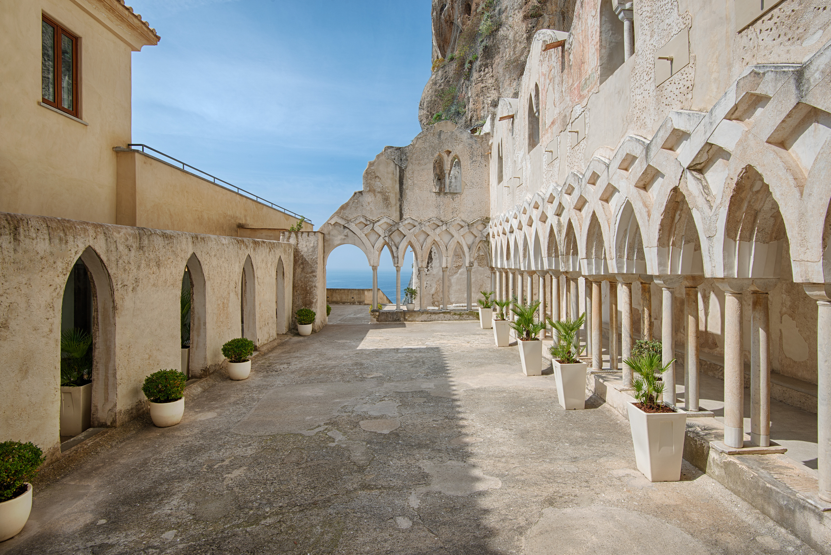 The cloister and church grand hotel convento di amalfi 5 for Convento di amalfi
